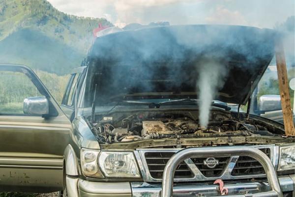 Xe quá nhiệt động cơ khi vận hành.